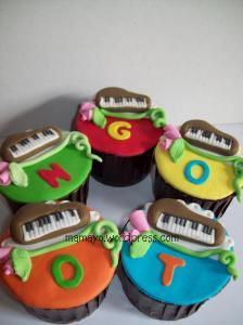 cupcake piano