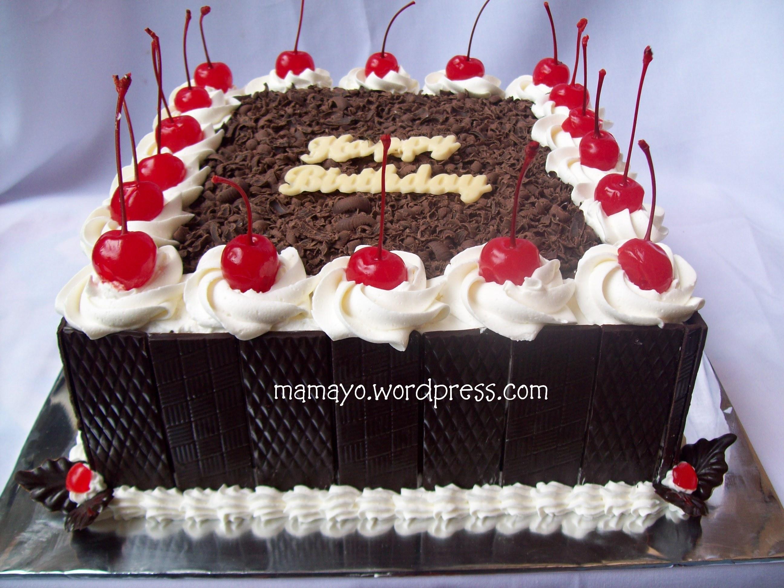 Black forest merupakan cake yang banyak sekali di-request oleh pembaca ...