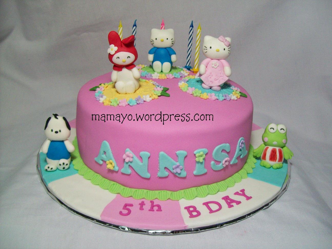 of ultah ukuran 20 cm dan 10 cupcake dengan tema yang sama hello kitty