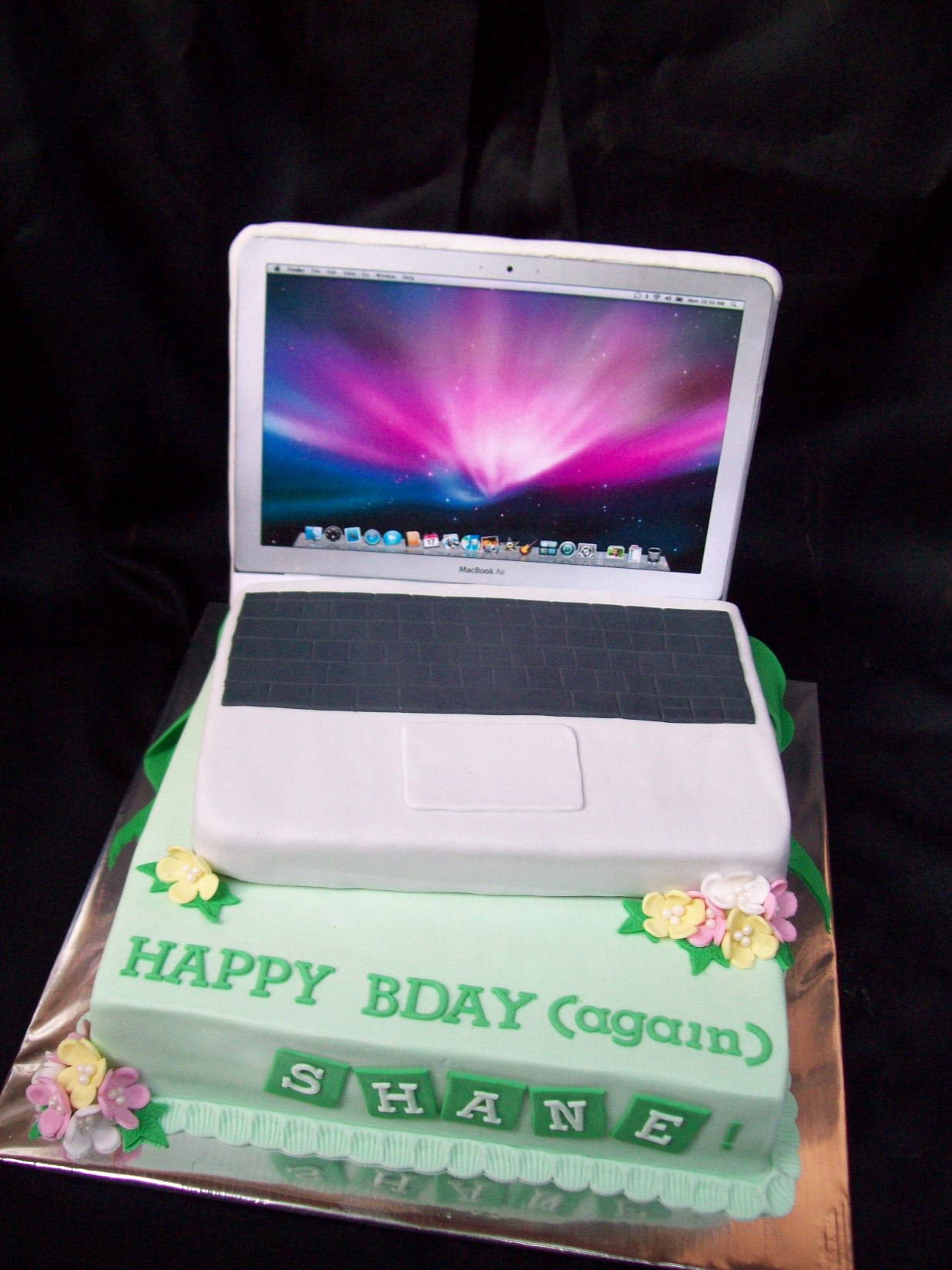 Pin Macbook And Iphone Cake on Pinterest