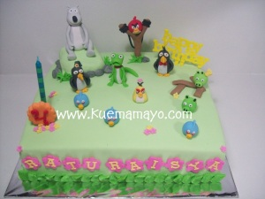 angry bird and bernard cake