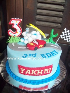 cars mc queen cake (2)