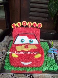 cars-mcqueen cake