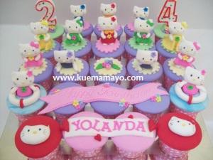 hello kitty cupcake set