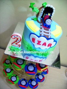 Thomas cake and cupcake
